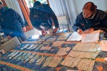 Secuestraron millonarios cheques falsos y robados que eran usados para comprar autos