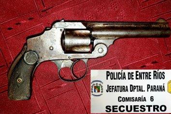 Allanaron una vivienda, encontraron droga y un arma de fuego