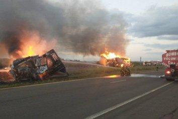 Dos camiones se incendiaron tras choque en cadena