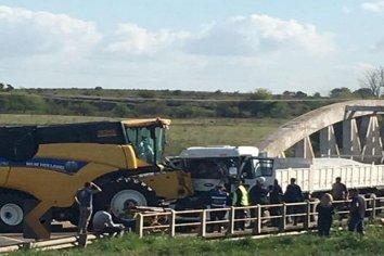 Grave accidente en la ruta 131 entre una cosechadora y un camión
