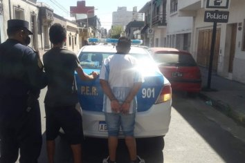Gresca entre dos masculinos culminó con detenidos y personal policial agredido