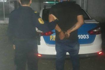Ebrio ingresó a un evento sin autorización y golpeó a funcionario policial
