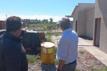 Observaron el avance de las viviendas que se construyen en Concepción del Uruguay con fondos propios