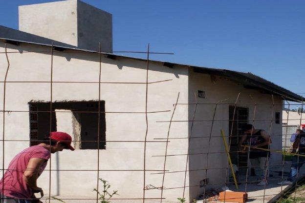 Con fondos provinciales se reanudó la construcción de 12 viviendas en Nogoyá