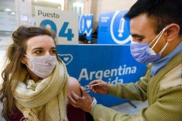 El 71% de la población argentina recibió al menos una dosis de la vacuna